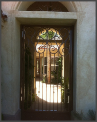 Pedestrian gate with transom